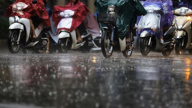 Hà Nội đón cơn mưa vàng sau chuỗi ngày nắng như đổ lửa - Ảnh 9.