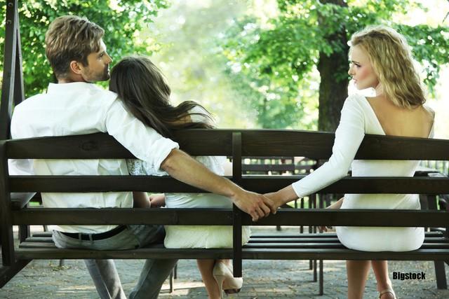 8 sai lầm cố hữu vợ chồng nào cũng mắc phải khiến cơm không lành, canh chẳng ngọt: Đừng biến hôn nhân thành nấm mồ của tình yêu - Ảnh 7.