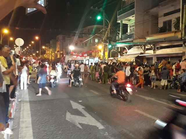Xe ben lao dốc cầu đâm sập nhà dân ở Sài Gòn - Ảnh 3.