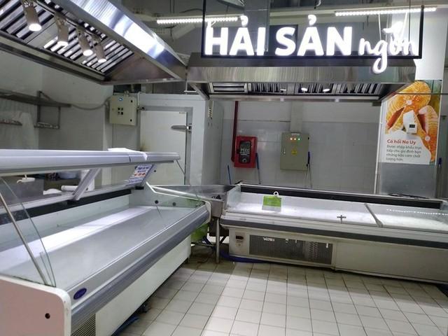 Siêu thị Auchan trống trơn sau 6 ngày xả hàng giảm giá - Ảnh 4.
