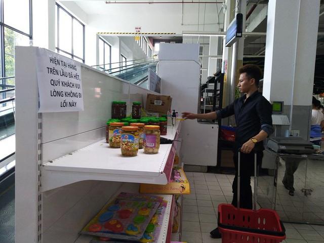 Siêu thị Auchan trống trơn sau 6 ngày xả hàng giảm giá - Ảnh 10.
