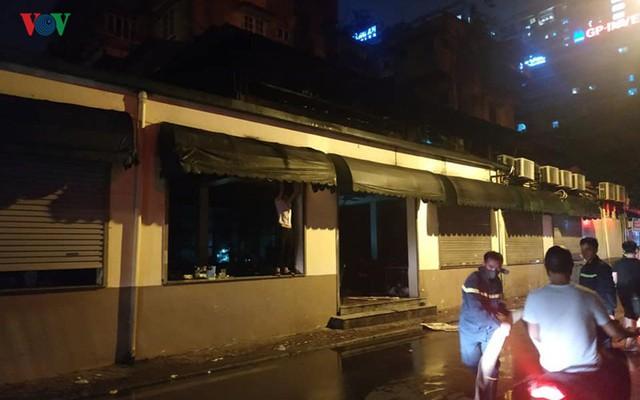 Hà Nội: Cháy quán bia Hải Xồm, nhiều người hoảng loạn tháo chạy - Ảnh 5.
