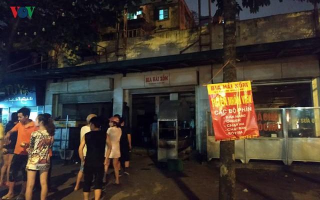 Hà Nội: Cháy quán bia Hải Xồm, nhiều người hoảng loạn tháo chạy - Ảnh 8.