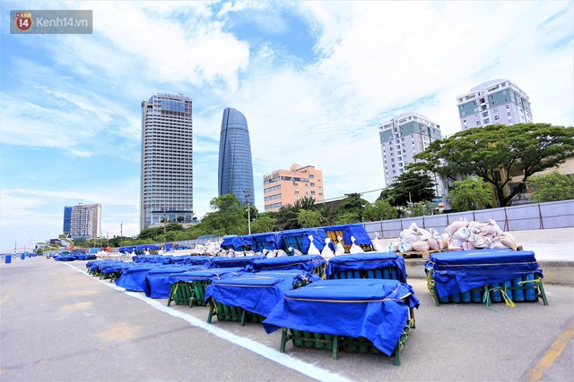 Ảnh: Xâm nhập trận địa pháo hoa khủng trước giờ khai hỏa DIFF 2019 ở Đà Nẵng - Ảnh 1.