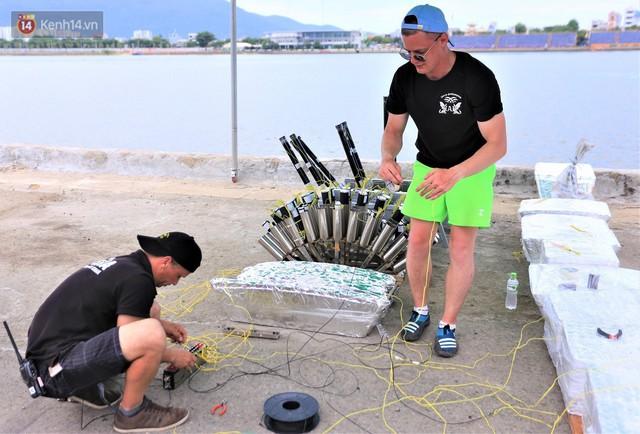 Ảnh: Xâm nhập trận địa pháo hoa khủng trước giờ khai hỏa DIFF 2019 ở Đà Nẵng - Ảnh 8.