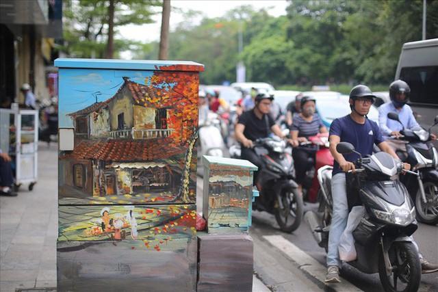 Hàng loạt bốt điện ở Hà Nội nở hoa - Ảnh 1.