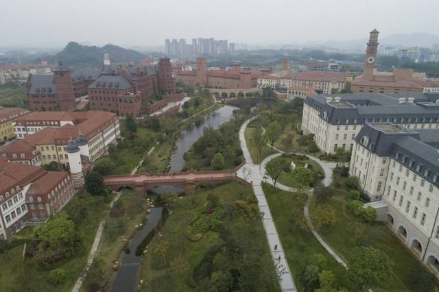 Những điều ít biết về 'pháo đài' công nghệ khổng lồ Huawei và nhà sáng lập bí ẩn Nhậm Chính Phi - Ảnh 1.