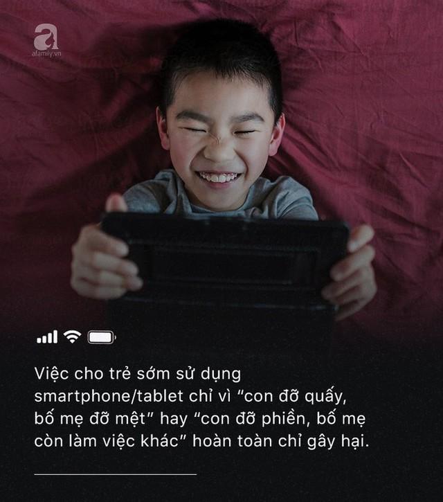 Con quấy khóc, bố mẹ cho chơi ngay smartphone: Đừng vì vài phút nhàn rỗi mà hủy hoại một đứa trẻ còn chưa kịp lớn! - Ảnh 4.