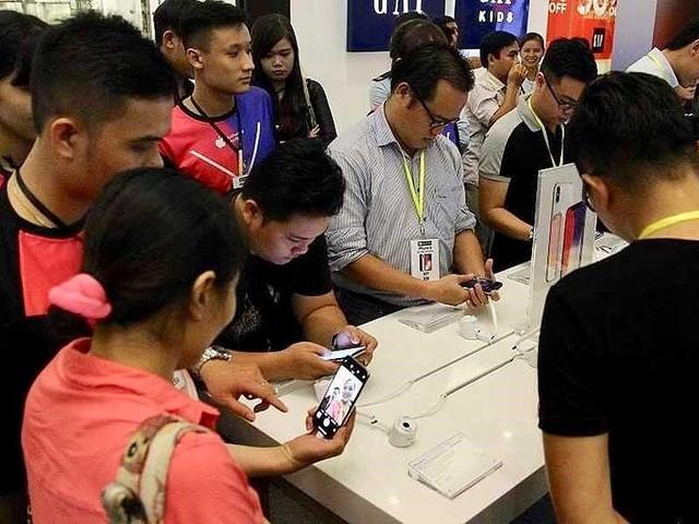 Nhiều phản đối thu thuế đặc biệt điện thoại di động - Ảnh 1.