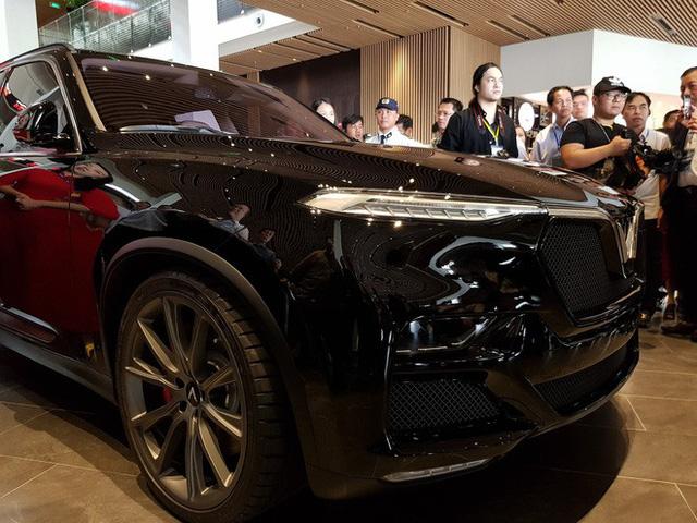 HOT: 'Khủng long' VinFast Lux V8 bất ngờ xuất hiện tại nhà máy ở Hải Phòng - Ảnh 2.