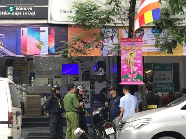 [Nóng] CA đang tiếp tục khám nơi ở của quản lý Nhật Cường Mobile, nhiều cửa hàng đã đóng cửa - Ảnh 4.