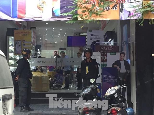 Bộ Công an khám xét chuỗi cửa hàng Nhật Cường mobile - Ảnh 1.