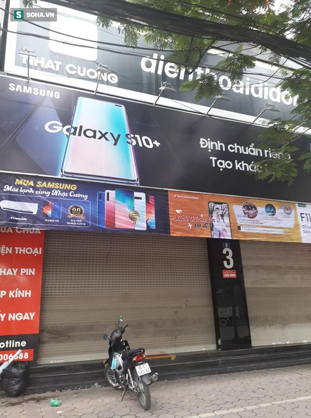 [Nóng] CA đang tiếp tục khám nơi ở của quản lý Nhật Cường Mobile, nhiều cửa hàng đã đóng cửa - Ảnh 5.