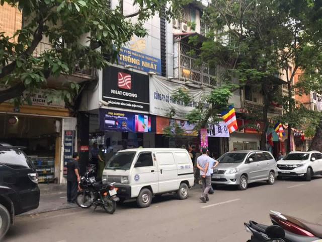 [Nóng] CA đang tiếp tục khám nơi ở của quản lý Nhật Cường Mobile, nhiều cửa hàng đã đóng cửa - Ảnh 7.