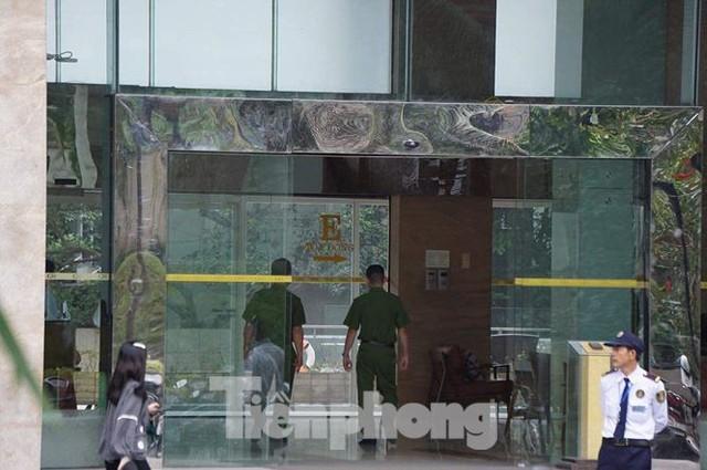Bộ Công an khám xét chuỗi cửa hàng Nhật Cường mobile - Ảnh 7.