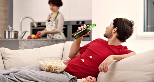 Khoa học chứng minh: Đàn ông nếu muốn sống lâu hơn thì hãy chịu khó giúp đỡ vợ việc nhà! - Ảnh 1.