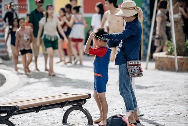 Người dân Hà Nội thích thú trải nghiệm công viên nước hiện đại nhất Thủ đô trong ngày đầu mở cửa - Ảnh 27.