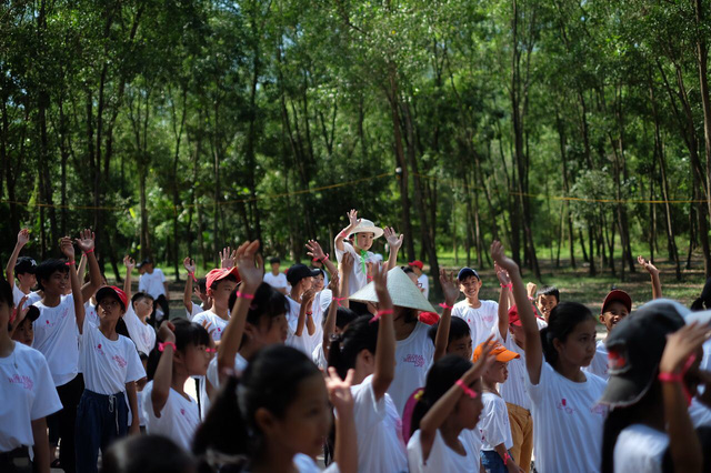 Chương trình hưởng ứng ngày hội sức khỏe toàn cầu thu hút sự tham gia của gần 400 em nhỏ - Ảnh 1.