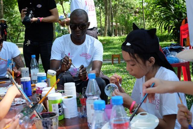 Chương trình hưởng ứng ngày hội sức khỏe toàn cầu thu hút sự tham gia của gần 400 em nhỏ - Ảnh 2.