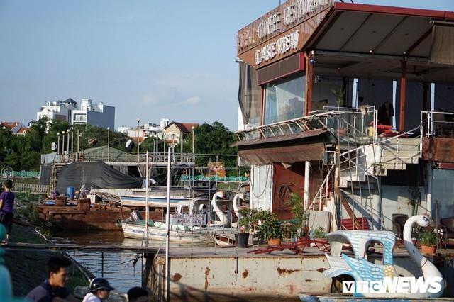 Du thuyền xa hoa một thời hoen gỉ, mục nát trên Hồ Tây - Ảnh 3.