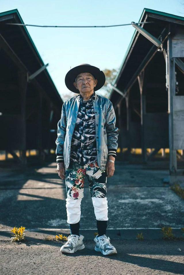 Được cháu trai hậu thuẫn, ông giáo 84 tuổi trở thành ngôi sao thời trang với biệt danh cụ ông sành điệu nhất Nhật Bản, đốn tim hàng trăm ngàn người - Ảnh 4.
