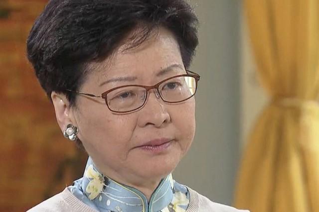 Trưởng đặc khu Hong Kong nén nước mắt, nói không rút dự luật dẫn độ - Ảnh 1.