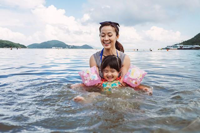 Cho trẻ học bơi từ sớm: không chỉ giúp thân thể khoẻ mạnh mà còn là kỹ năng sống còn quan trọng - Ảnh 1.