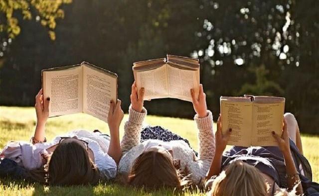 Ai cũng nói việc đầu tiên bạn làm lúc thức dậy sẽ quyết định hiệu quả làm việc của cả ngày: Đọc sách hay tập thể dục là phương án tốt nhất để bắt đầu ngày mới? - Ảnh 2.