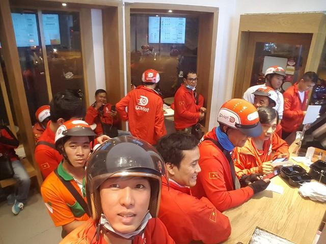 Lời miệt thị CEO Nhật ném vào tài xế công nghệ Việt và những bộ đồng phục định giá con người - Ảnh 3.