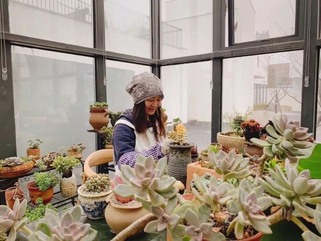Nữ giám đốc doanh nghiệp quyết định sống cho bản thân sau 40 tuổi bằng cách nghỉ việc về quê trồng hoa - Ảnh 24.