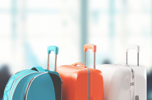 Tạm biệt cảnh tay xách nách mang mùa du lịch: Bí quyết xếp đồ chuẩn không cần chỉnh khi đi máy bay của tiếp viên hàng không - Ảnh 1.
