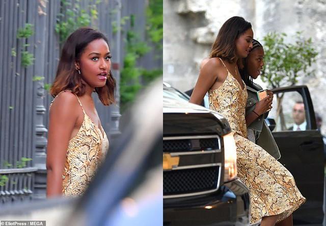 Gia đình cựu Tổng thống Barack Obama bất ngờ tái xuất với vẻ ngoài khác lạ, nhìn sang con gái út của ông ai cũng phải ngỡ ngàng - Ảnh 3.