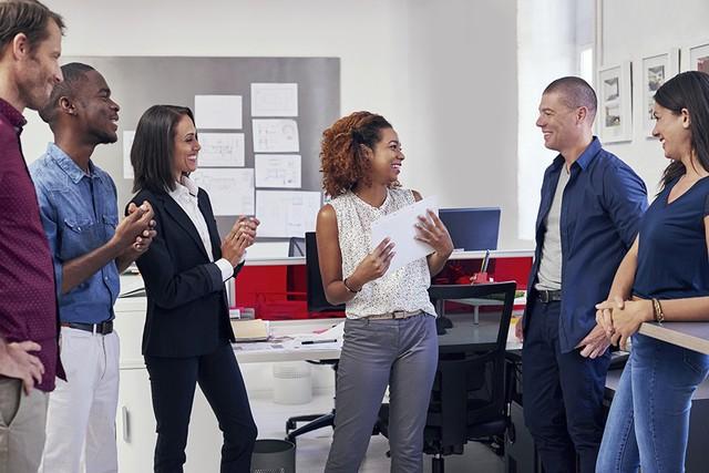 Năng lực bình thường nhưng sếp vẫn nể, đồng nghiệp thì ngưỡng mộ: 4 bí kíp người cao tay luôn thuộc lòng để tạo quyền lực chốn công sở - Ảnh 2.