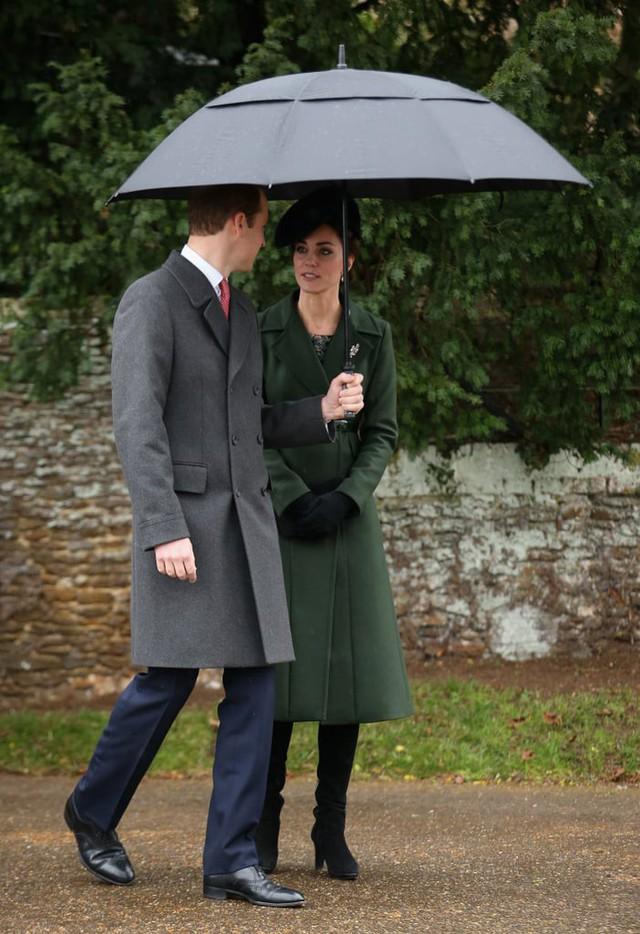 Sau vụ lùm xùm ngoại tình, Hoàng tử William hành động lãng mạn với Công nương Kate, so với nhà Meghan Markle vẫn khác nhau một trời một vực - Ảnh 7.