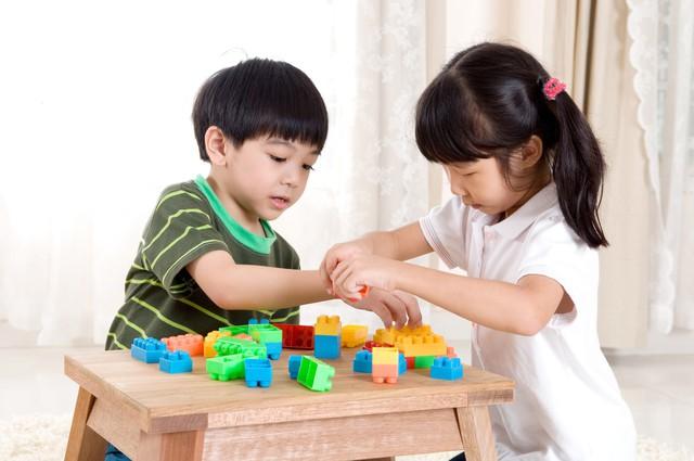 Mải mê nhồi nhét kiến thức không làm con bạn thông minh hơn: 7 kỹ năng mềm trẻ cần học từ sớm để đứng vững trong đời! - Ảnh 1.