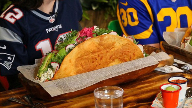 """Ở Mỹ, mọi món ăn đều có phiên bản """"siêu to khổng lồ"""" và bánh mì Việt Nam cũng không ngoại lệ - Ảnh 4."""