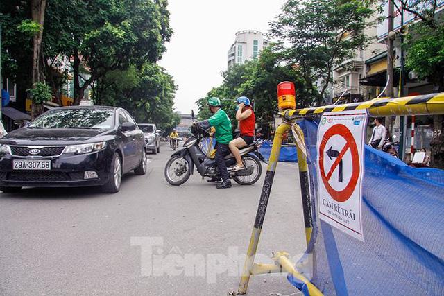 Giao thông hỗn loạn gần dự án ga ngầm trên phố Trần Hưng Đạo - Ảnh 10.