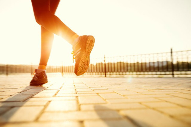 Làm thế nào để giữ thói quen chạy bộ ngay cả dưới cái nóng của mùa hè? - Ảnh 1.