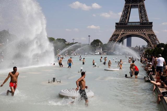 """Ảnh: Châu Âu quay cuồng trong đợt nắng nóng kỷ lục như """"địa ngục"""" - Ảnh 3."""