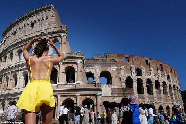 """Ảnh: Châu Âu quay cuồng trong đợt nắng nóng kỷ lục như """"địa ngục"""" - Ảnh 6."""