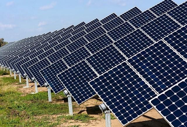 Nhiều ngân hàng rót trăm, nghìn tỷ cho vay điện mặt trời  - Ảnh 1.