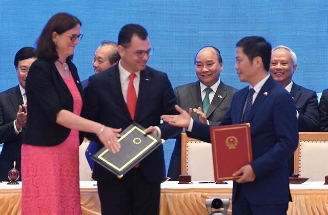 Thủ tướng Nguyễn Xuân Phúc dẫn lời Chủ tịch Ủy ban EU: Hôm nay là ngày đặc biệt, mang ý nghĩa lịch sử trọng đại trong quan hệ Việt Nam – EU - Ảnh 1.