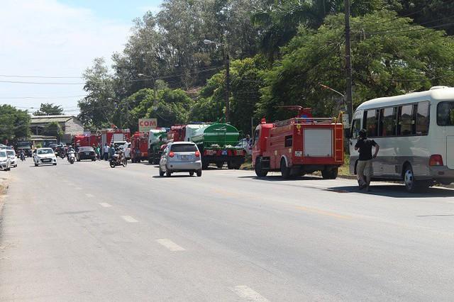 Cháy rừng lớn nhất ở Hà Tĩnh, chặn quốc lộ 1A, nghìn người dập lửa - Ảnh 5.