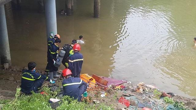 Xe khách lao xuống sông ở Thanh Hóa, nhiều thương vong - Ảnh 4.