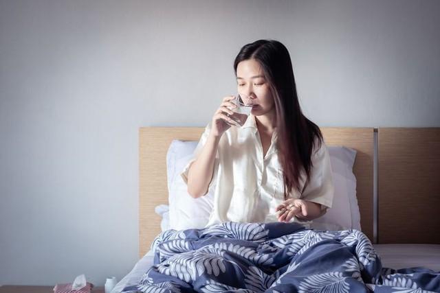 Ngủ đủ 8 tiếng/ngày mà sáng vẫn uể oải, chứng tỏ bạn đã mắc 8 thói quen tai hại này trước khi lên giường: Tưởng vô hại nhưng hại không tưởng! - Ảnh 6.