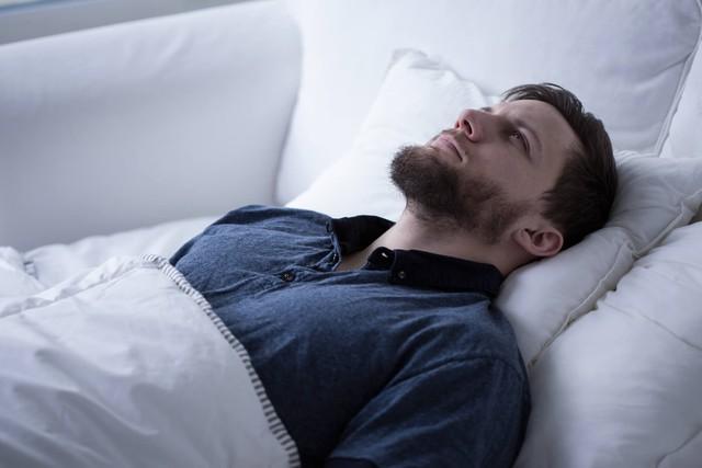 Ngủ đủ 8 tiếng/ngày mà sáng vẫn uể oải, chứng tỏ bạn đã mắc 8 thói quen tai hại này trước khi lên giường: Tưởng vô hại nhưng hại không tưởng! - Ảnh 5.