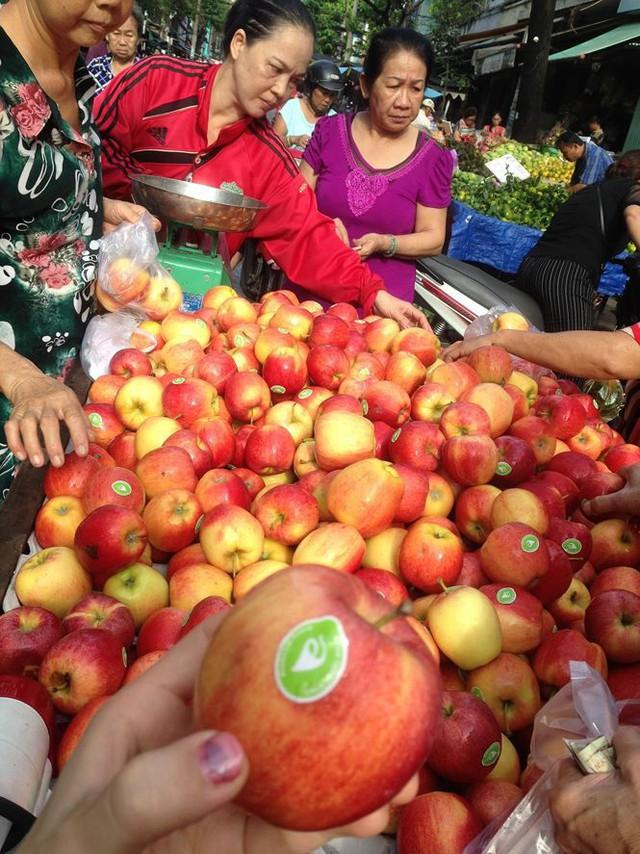 Táo Mỹ 40.000 đồng/kg ngập chợ Sài Gòn - Ảnh 4.
