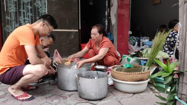 Đổ xô đi bán rượu nếp Tết Đoan Ngọ, ai cũng lãi khủng - Ảnh 2.