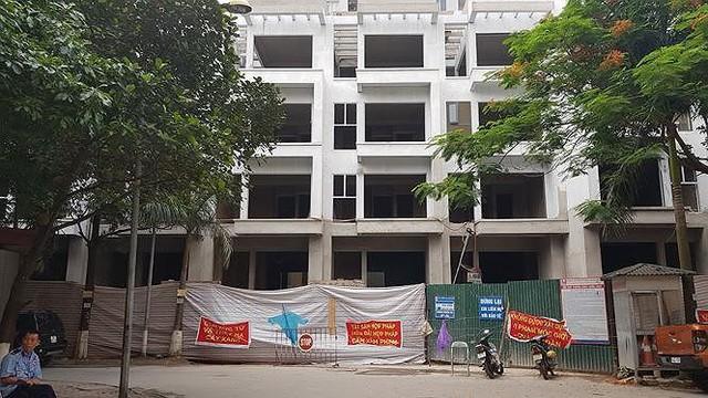 Chủ đầu tư 18 căn nhà liền kề 54 Hạ Đình bất chấp lệnh tạm dừng - Ảnh 2.