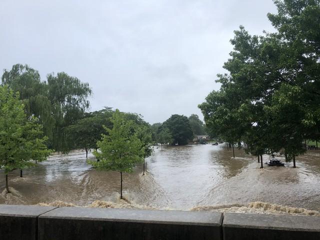 Hình ảnh lạ: Thủ đô nước Mỹ chìm trong biển nước, Nhà Trắng cũng bị ngập - Ảnh 9.